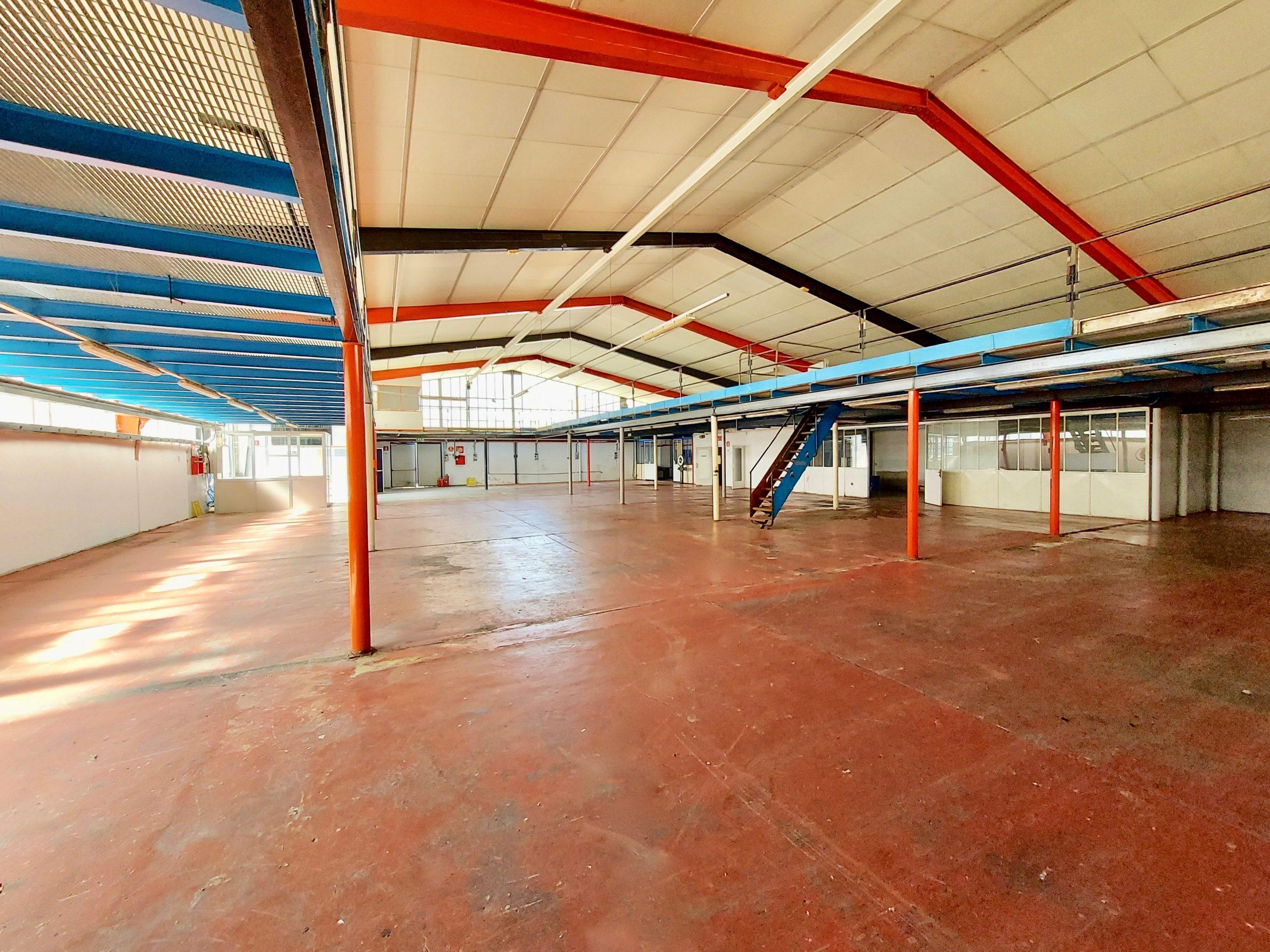 Capannone artigianale/industriale mq 1400 più area esterna di stoccaggio/parcheggio